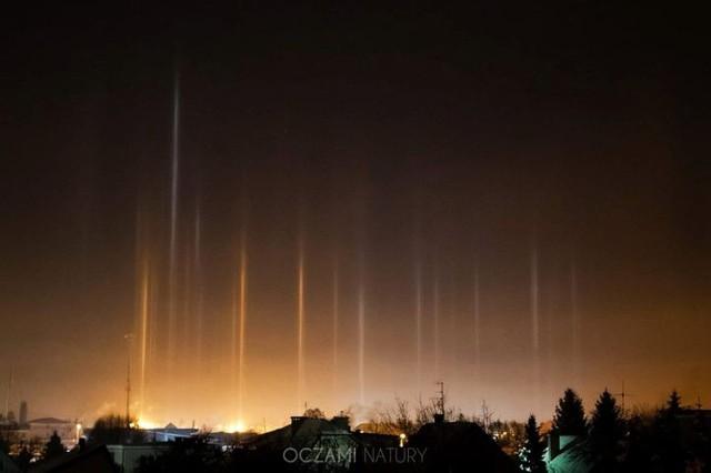 Słupy świetlne w Białymstoku. Niesamowite zjawisko optyczne