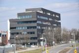 Biurowiec z czarną elewacją powstał w Katowicach. To Carbon Office przy Węglowej