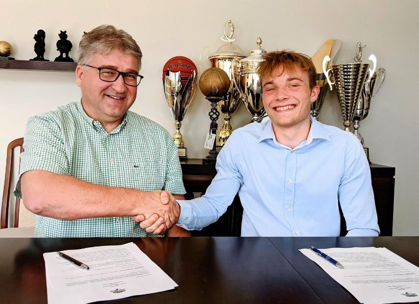 Konrad Szymańki (po prawej) i Janusz Jasiński, szef Enei...