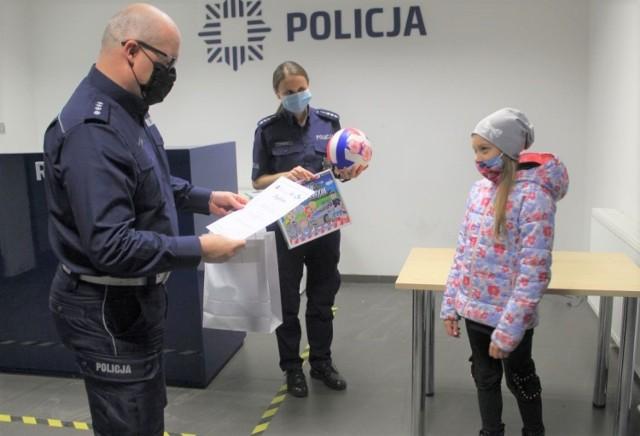 """Komenda Powiatowa Policji w Inowrocławiu rozstrzygnęła konkurs dla dzieci pod hasłem """"Odblaskowy uczeń"""""""