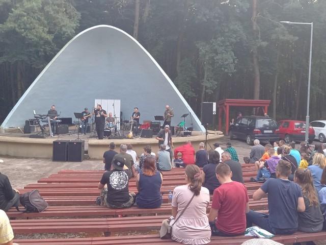 W sobotę 10 lipca na muszli koncertowej w Golubiu-Dobrzyniu wystąpiły dwa zespoły - Bulwar i MYGRENA.