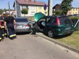 Wypadek w Brzezinach. BMW zderzyło się z peugeotem. Jedna osoba poszkodowana