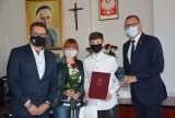 Prezydent Sieradza Paweł Osiewała wręczył sportowcom stypendia i nagrody ZDJĘCIA