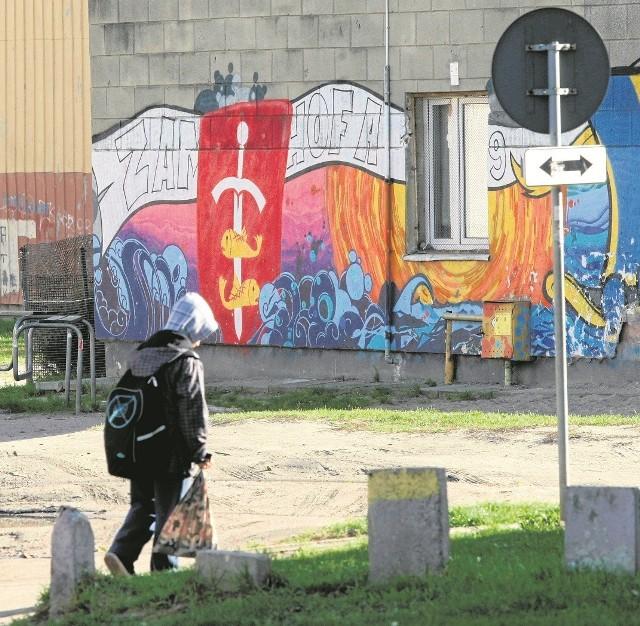 Gdynianie  z Chyloni odmalowali już jeden z bloków