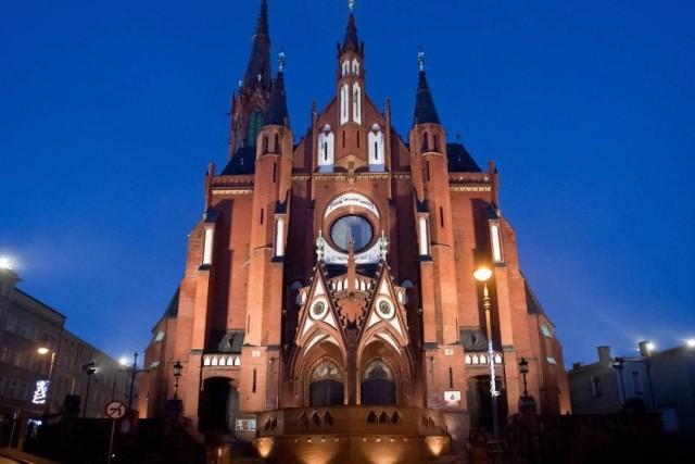 Kolegiata Najświętszej Maryi Panny Bolesnej i św. Aniołów Stróżów w Wałbrzychu   Siedziba dekanatu i centralna świątynia Wałbrzycha. Wybudowany w latach 1898-1904.