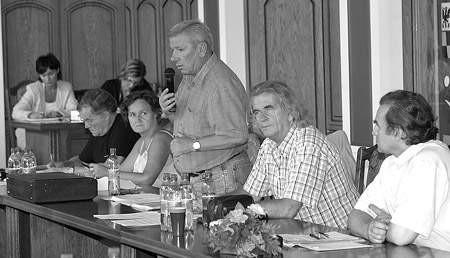 Radny Władysław Oczkowicz (stoi) był jednym z inicjatorów podjęcia wtorkowej uchwały.