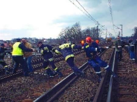 Policjantom w akcji pomagała grupa ratownictwa wysokościowego z Komendy Miejskiej Straży Pożarnej w Legnicy. FOT. ILONA PAREJKO