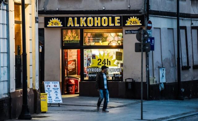 Rząd zamierza wprowadzić ograniczenie sprzedaży alkoholu. Chodzi o to, żeby w czasie pandemii ludzie sie ze sobią nie stykali. Przepisów na razie nie ma, Bydgoszcz ograniczeń nie wprowadza.