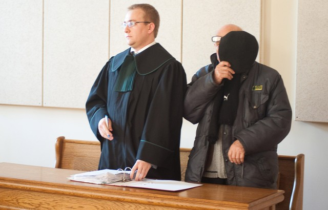 Zdzisław Sz. (z prawej) podczas ogłoszenia wyroku w Brzesku