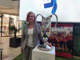 Puchar Polski wystawiony w Galerii Jurajskiej w Częstochowie. Każdy fan Rakowa do piątku może sobie zrobić zdjęcie z trofeum