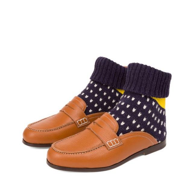 Zimowa wersja sandałów ze skarpetą. Hit czy kit? Dostępne w Warszawie