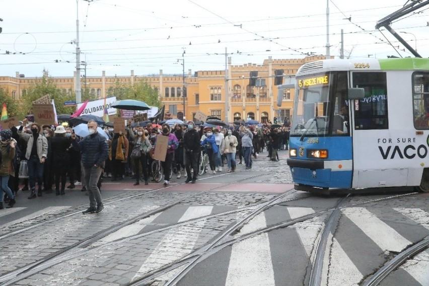 Tłum ludzi protestował we Wrocławiu przeciwko zakazowi aborcji. Zobacz zdjęcia!