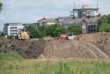 Trwa budowa trasy tramwajowej na Naramowice. Ciągłe zmiany w ruchu i na parkingach. Zobacz nowe zdjęcia