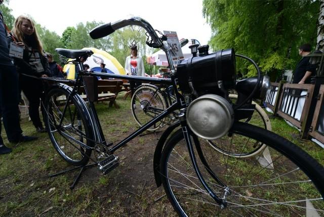 Romet, wigry, wagant... Wielu z Was na pewno pamięta rowery, na których jeździło się kilkanaście, kilkadziesiąt lat temu. Takie jednoślady wracają dziś do łask, a rowerzyści czasem chętniej odświeżają stare pojazdy niż decydują się na zakup nowego roweru. Mogą być pewni, że takim jednośladem zwrócą uwagę przechodniów!  *** Trasa rowerowa Tuchola - Koronowo - Bydgoszcz