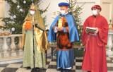 Zamiast przemarszu ulicami miasta Orszak z Trzema Monarchami wyruszył do szopki w chełmskiej Bazylice. Zobacz zdjęcia