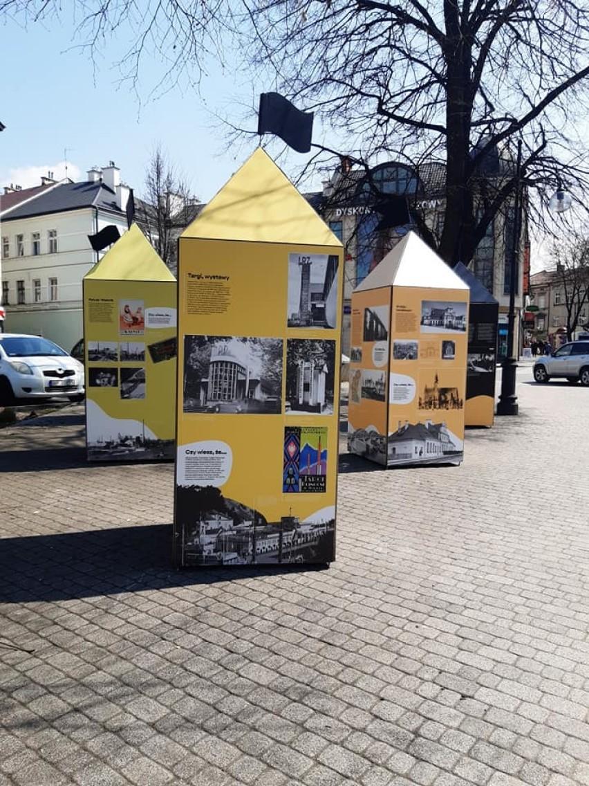 Na pl. Berka Joselewicza kolejna plenerowa wystawa Muzeum...
