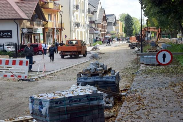 Trwająca właśnie przebudowa ulicy 1 Maja jest powodem zmiany organizacji ruchu w części zdrojowej Buska.