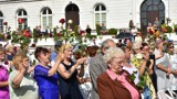 Chełm. Wierni z różami uczestniczyli w  uroczystej sumie odpustowej w chełmskiej bazylice. Zobacz zdjęcia