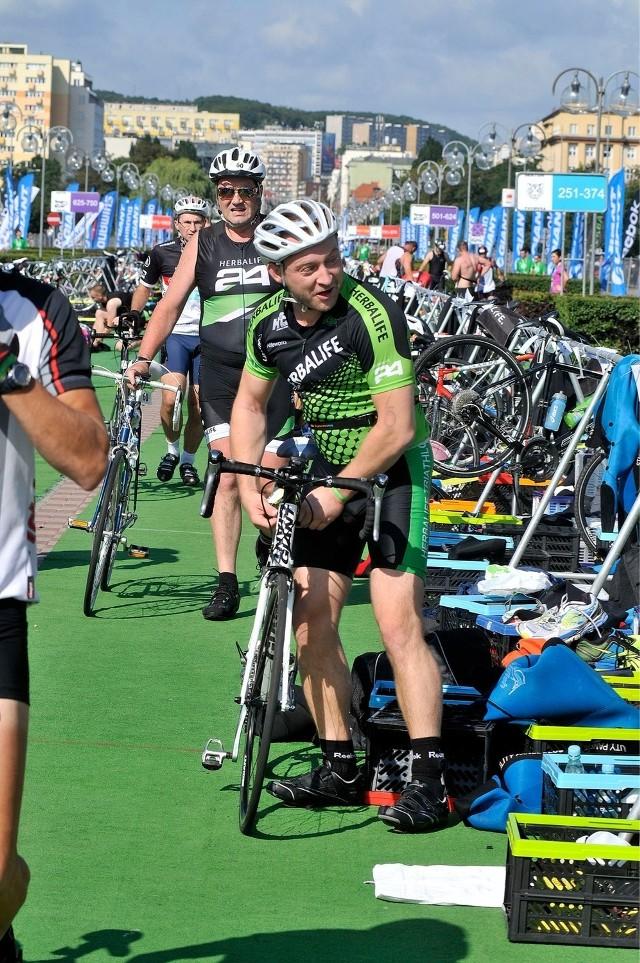 W 2013 roku zawody triathlonowe w Gdyni promowali mężczyźni (na zdjęciu Borys Szyc), w 2014 roku robią to kobiety
