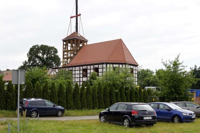 Po ponad 10 latach wieża dawnego kościoła znów jest w panoramie miasta (25.06.2021).