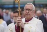 Arcybiskup Stanisław Gądecki zwraca się do premiera Morawieckiego. Prosi o poluzowanie obostrzeń: zwiększenie limitów wiernych w kościołach