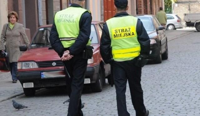 Kierowca z Chełmna był pijany. Jechał z wesela z właścicielka auta. Oboje nie uniknęli kary!