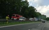 Wypadek na DK1. Bus najechał na samochód osobowy