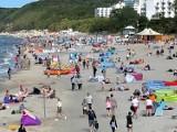 Przedostatni weekend wakacji w Międzyzdrojach całkiem udany. Nie było upałów, ale turystów nie brakowało. ZDJĘCIA