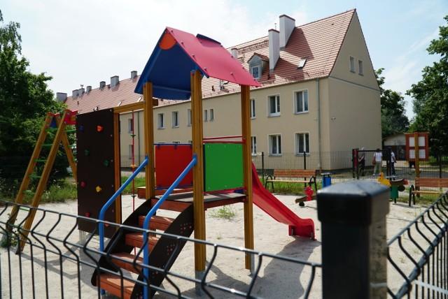 Blisko 40 tys. zł kosztował Radę Osiedla Antoninek-Zieliniec-Kobylepole nowy plac zabaw przy ul. Dymka/Żelaznej. Powstał on w grudniu i przez 7 miesięcy pozostaje nieczynny. Dlaczego?