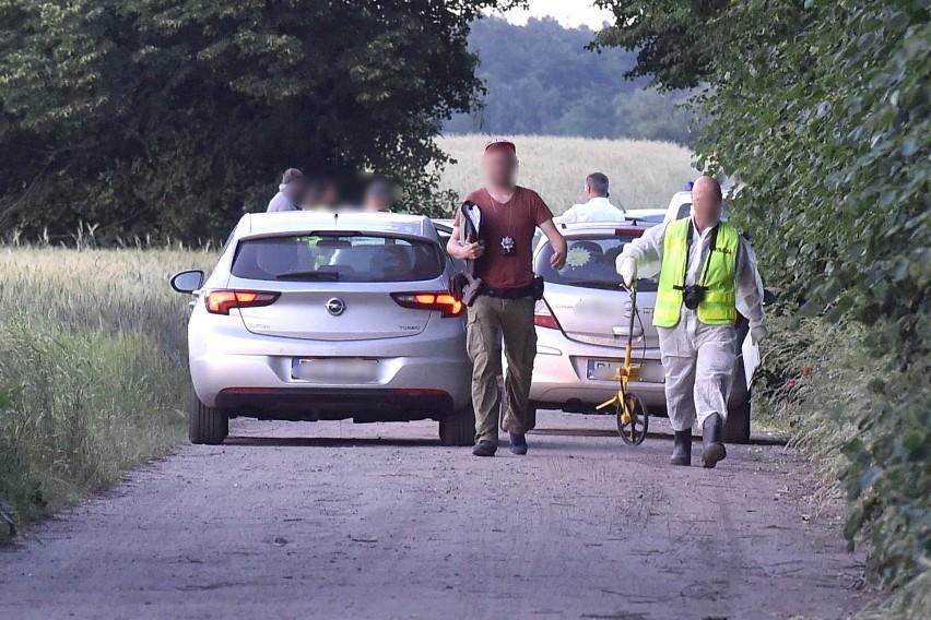 Policjanci i technicy na miejscu znalezienia ciała 28-latki