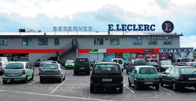 Już pisaliśmy o tym, że antresola w E.Leclerc jest użytkowana nielegalnie.