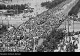Jak kiedyś obchodzono Święto Pracy w Polsce? Pochody 1-majowe przed wojną i w czasach PRL. Archiwalne zdjęcia