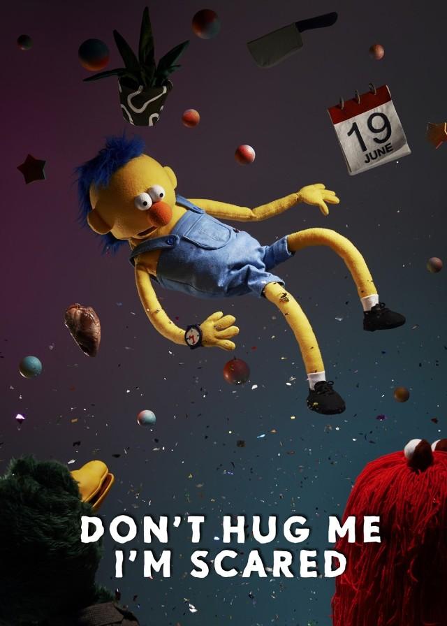 Don't Hug Me I'm Scared - Na tym kanale możemy zobaczyć 10 odcinków serialu przypominającego Ulice Sezamkową. Jednak im dłużej oglądamy dany odcinek, ta sielankowa kraina i jej bohaterowie zaczynają się zmieniać i rozpadać.  Link do kanału na YouTube: Don't Hug Me I'm Scared