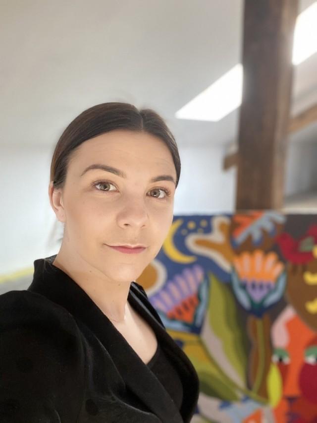 Ewa Sokół - Bojarek z Międzyrzecza na tle swych dzieł.