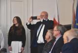 """Malbork. Pierwsza Rada Miasta zebrała się na zaproszenie starosty, kiedyś też radnego. """"Byliśmy niesamowitą drużyną"""""""