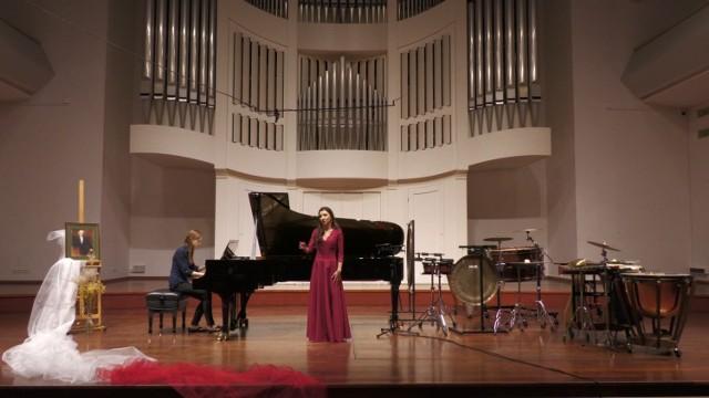 W programie okolicznościowego koncertu z okazji 102. rocznicy, dostępnego dla widzów jedynie online, znalazły się najpiękniejsze pieśni polskich kompozytorów, ale również autorskie kompozycje studentów dr Aliny Kubik.