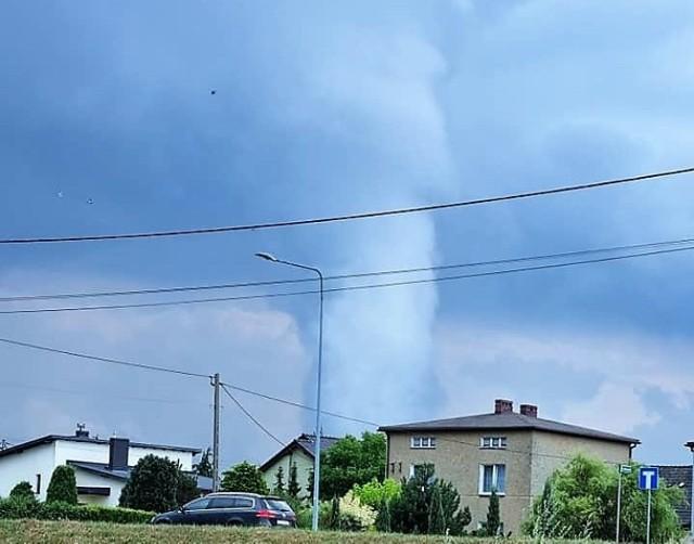 Trąba powietrzna nad Żorami?! Na niebie pojawił się charakterystyczny lej powietrzny!