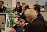 Sesja Rady Miejskiej Ostrowa Wielkopolskiego odbędzie się, ale bez mediów i gości