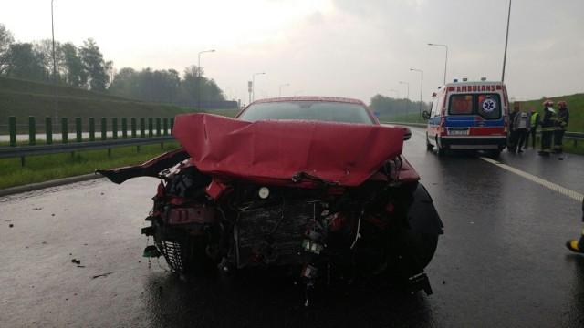 Jaguar rozbił się i zablokował autostradę w Mszanie