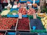 Bydgoszcz. Tyle kosztują owoce i warzywa na targowisku na placu Piastowskim. Najnowsze ceny czereśni, fasolki, szparagów... [zdjęcia]
