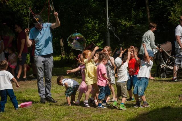 Koncerty, warsztaty - rytmiczne, taneczne, plastyczne, muzyczne zabawy i wiele innych atrakcji Orkiestra Sinfonia Varsovia przygotowała dla swoich najmłodszych słuchaczy. Dzień Dziecka na Grochowskiej odbędzie się 4 czerwca w siedzibie orkiestry przy Grochowskiej 272.  4 czerwca (niedziela), godz. 10-18, Sinfonia Varsovia, ul. Grochowska 272. Wstęp wolny.