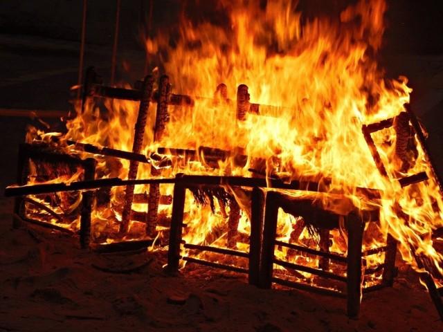 Do tragicznego pożaru doszło w Orzeszu. Zginęły w nim 3 osoby. Co było powodem wybuchu ognia w domu jednorodzinnym przy ulicy Jeziorskiej?
