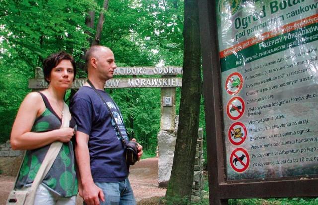 Na razie arboretum jest miejscem spacerów, przydałoby się tu więcej atrakcji - mówią Wojciech Rząsa i Anna Szędzioł