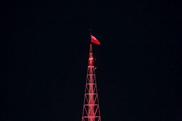 Stadion Miejski i iglica MTP zostały w Dniu Flagi oświetlone na biało-czerwono
