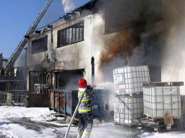 Płomienie udało się opanować dopiero po dwugodzinnej akcji