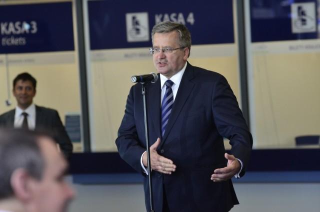 Bronisław Komorowski podczas otwarcia nowego dworca PKP w Poznaniu.
