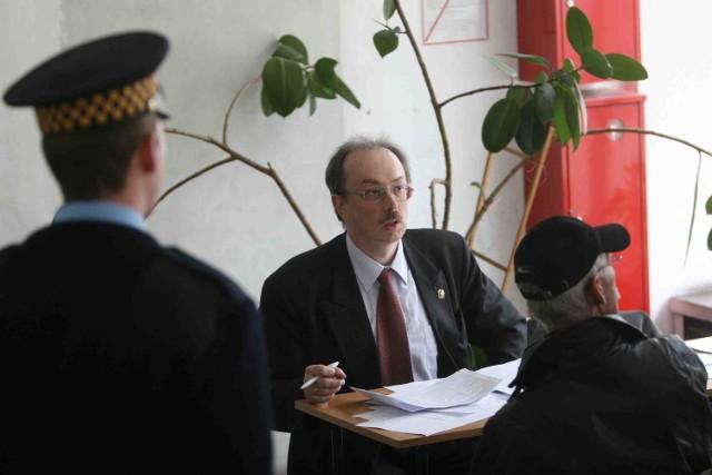 Adam Słomka został poproszony przez strażników miejskich o opuszczenie budynku