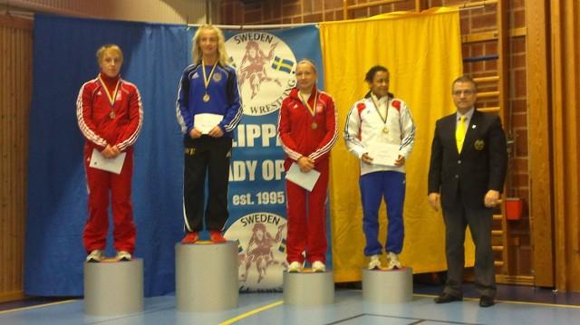 Katarzyna Krawczyk (pierwsza z lewej) na podium międzynarodowego turnieju Klippan Lady Open w Szwecji