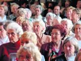 Seniorzy: dokąd się wybrać w nadchodzącym tygodniu? Naprawdę warto wyjść z domów!