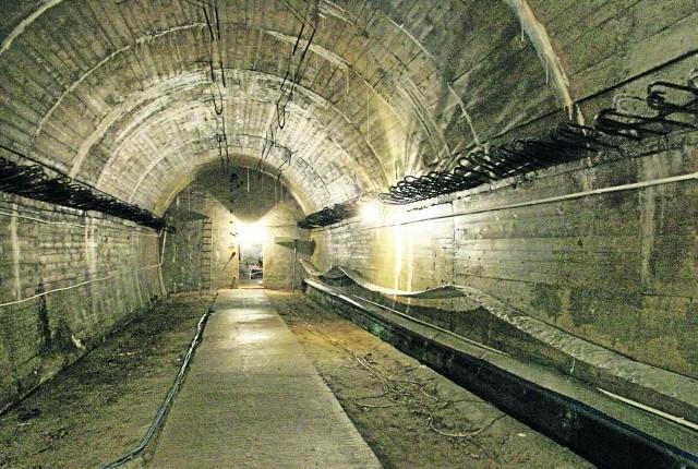Od 65 lat podziemia pod zamkiem Książ rozpalają wyobraźnię poszukiwaczy skarbów
